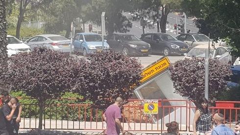 שקיעת קרקע בחניון בשערי צדק, ynet