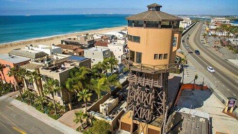 קליפורניה: מגדל מים שהוסב לבית פרטי מוצע למכירה תמורת 5 מיליון דולר