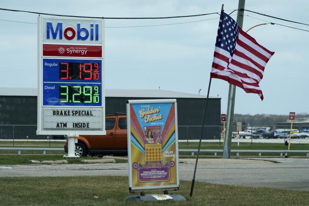 """מחיר בנזין תחנת דלק מוביל אינפלציה ארה""""ב"""