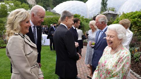 הנשיא ביידן והמלכה אליזבת בכינוס ה-G7 , צילום: אי פי איי