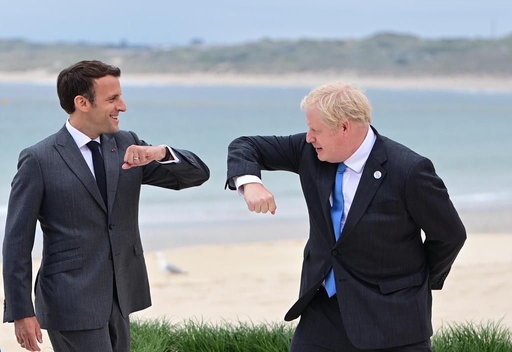 בוריס ג'ונסון ראש ממשלת בריטניה ו עמנואל מקרון נשיא צרפת בפסגת G7