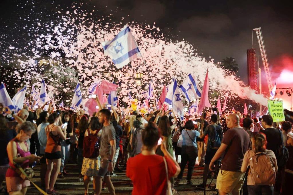 מסיבת קצף כיכר רבין תל אביב חגיגות חגיגה של השבעת הממשלה ממשלת השינוי