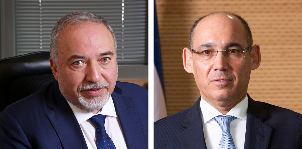 מימין נגיד בנק ישראל פרופסור אמיר ירון ושר האוצר אביגדור ליברמן