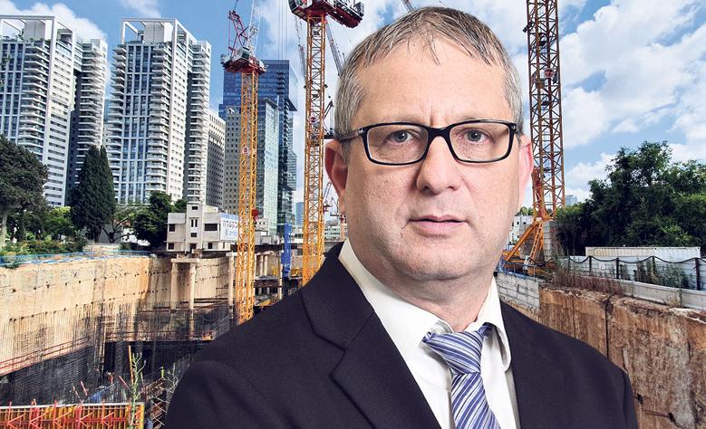 דרור פלדמן ברקע בנייה למגורים