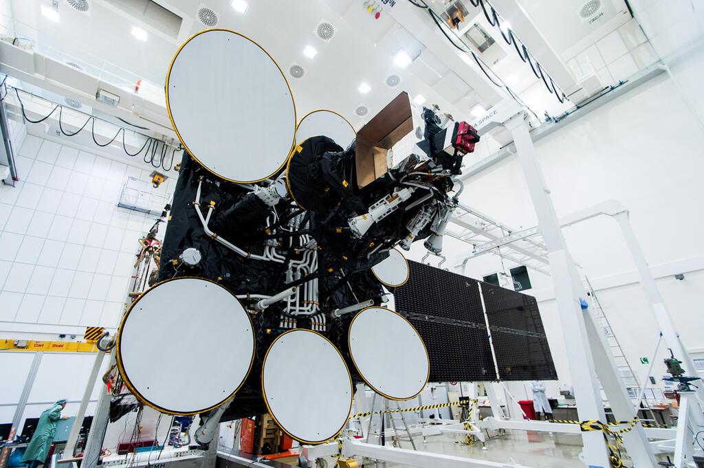 לוויין עמוס 4 חלל תקשורת לווין לויין