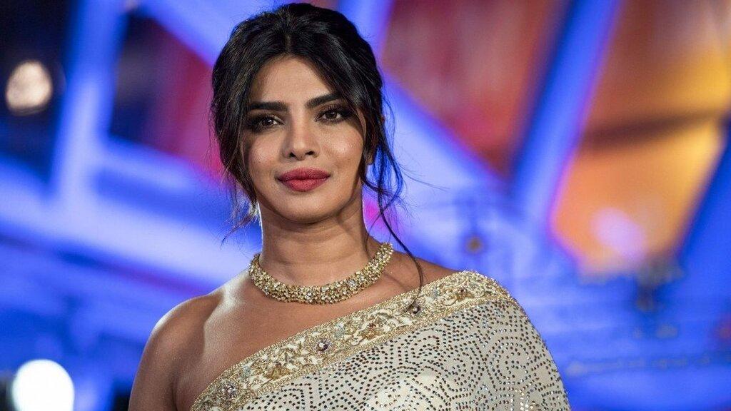 פריאנקה צ'ופרה Priyanka Chopra שחקנית הודית ויקטוריה'ס סיקרט