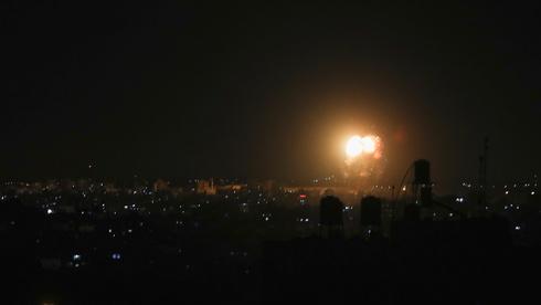 לאחר גל תקיפות נרחב בעזה: חמאס ירה אש מקלעים, אין נפגעים