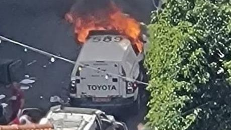 התפרעות בדיר אל-אסד שבגליל: אזרח ו-4 שוטרים נפצעו, ניידות הוצתו