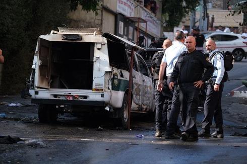 ניידת שהוצתה בדיר אל אסד בגליל, צילום: פאדי אמון