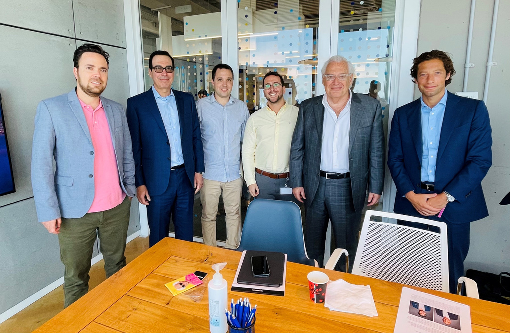 מימין אחד ממנהלי ההשקעות בקרן דייויד פרידמן שגיא גידלי עמית ברקת סטיב מנושין ו ירון קרני