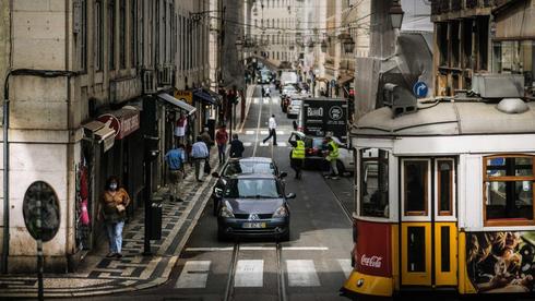 מרכז העיר ליסבון, השבוע. הממשלה אסרה על נסיעות ממנה ואליה, צילום: אי פי איי