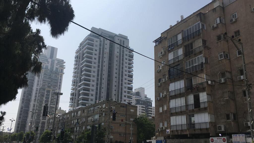 בכמה נמכרה דירת 5 חדרים ברחוב המכבים בחולון?