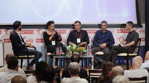 משתתפי הפאנל. מימין: ירדן רוזנסקי, רונן קפלוטו, אלי מיזרוח, רבקה אלגריסי ואמיר כהנוביץ