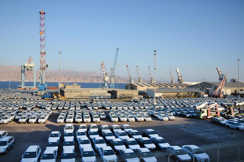 חניון מכוניות ענק ב נמל אילת