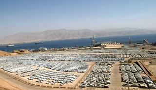 עשרים ו שתיים אלף מכוניות  חדשות ב חניון מכוניות ענק ב נמל אילת, צילום: גו קוט