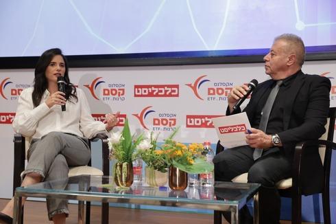 איילת שקד עם המראיין צבי זרחיה בכנס מוסדיים, אוראל כהן