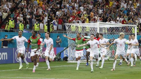 נבחרת שוויץ אחרי הניצחון על צרפת , AP