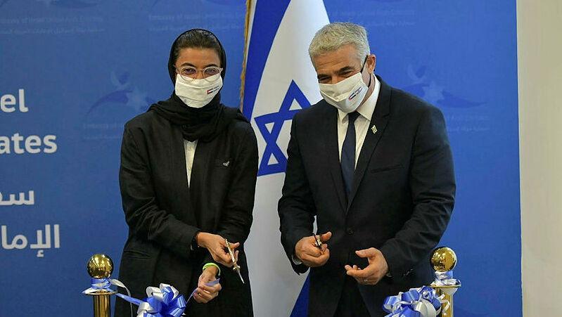 יאיר לפיד ו שרת התרבות והנוער של האמירויות נורה אל כאבי חנוכת שגרירות ישראל באבו דאבי