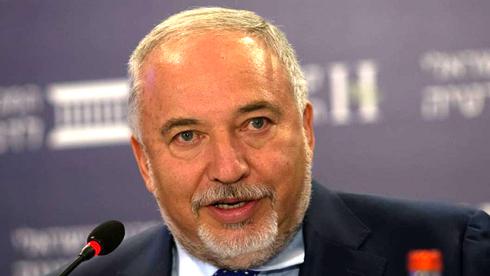 שר האוצר אביגדור ליברמן, המכון הישראלי לדמוקרטיה