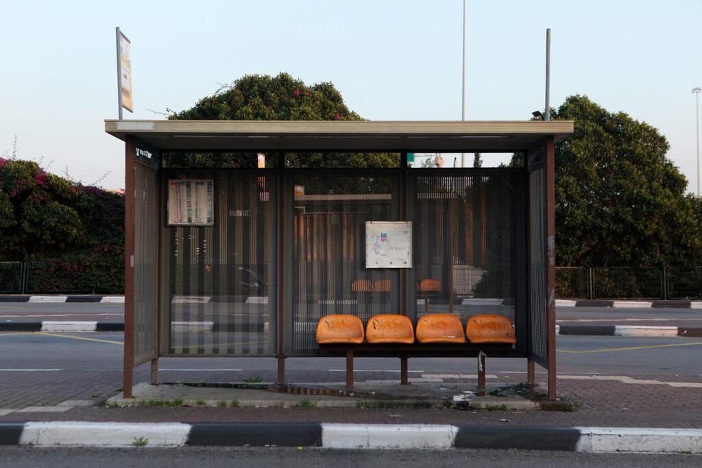 תחנת אוטובוס ב מחלף אלוף שדה