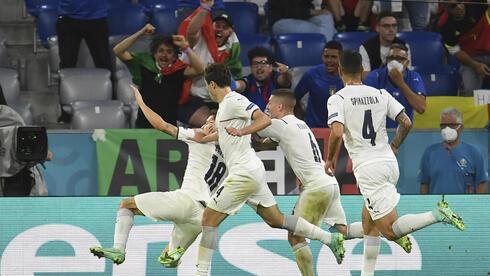 שחקני איטליה, אתמול, צילום: AP