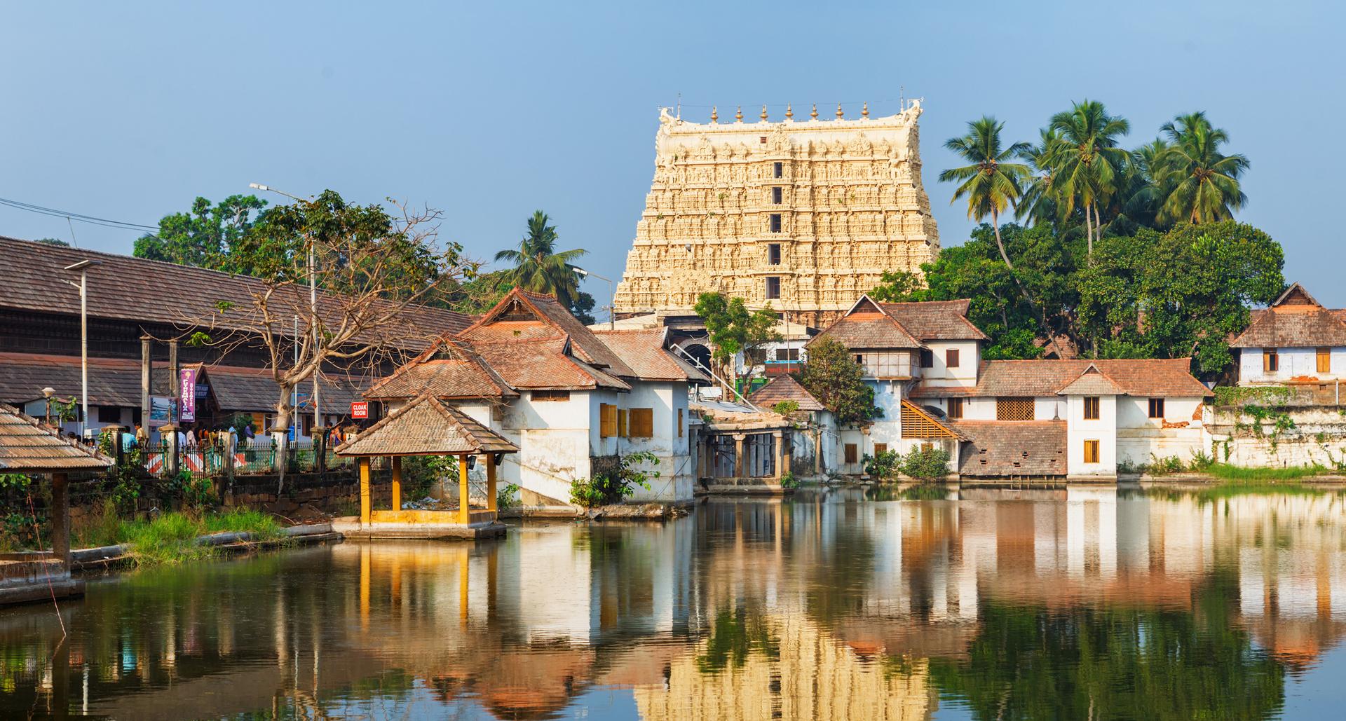 פוטו מבנים מזהב Sree Padmanabhaswamy Temple קרלה הודו