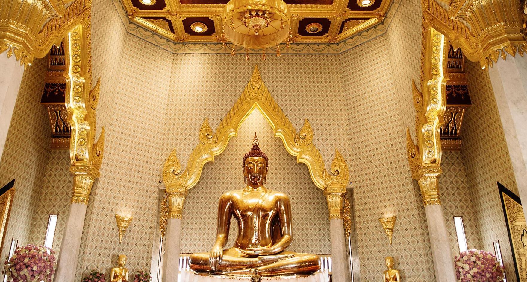 פוטו מבנים מזהב הבודהה המוזהב בנגקוק