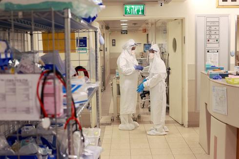 מחלקת קורונה בבית החולים איכילוב, צילום: עמית שעל