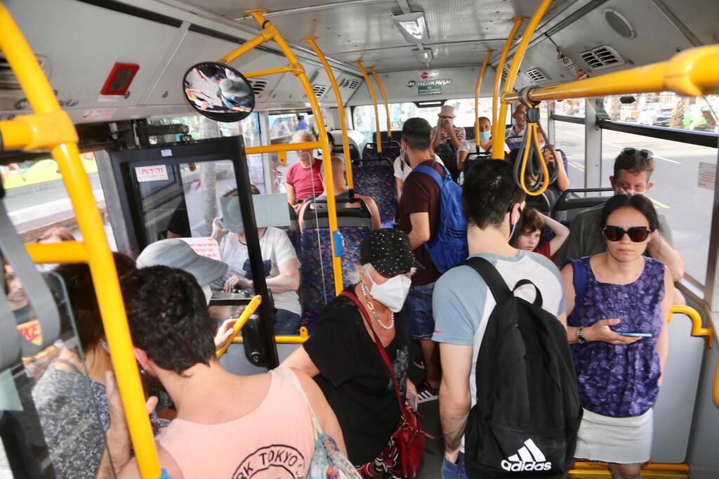 נוסעי אוטובוס במרכז הארץ