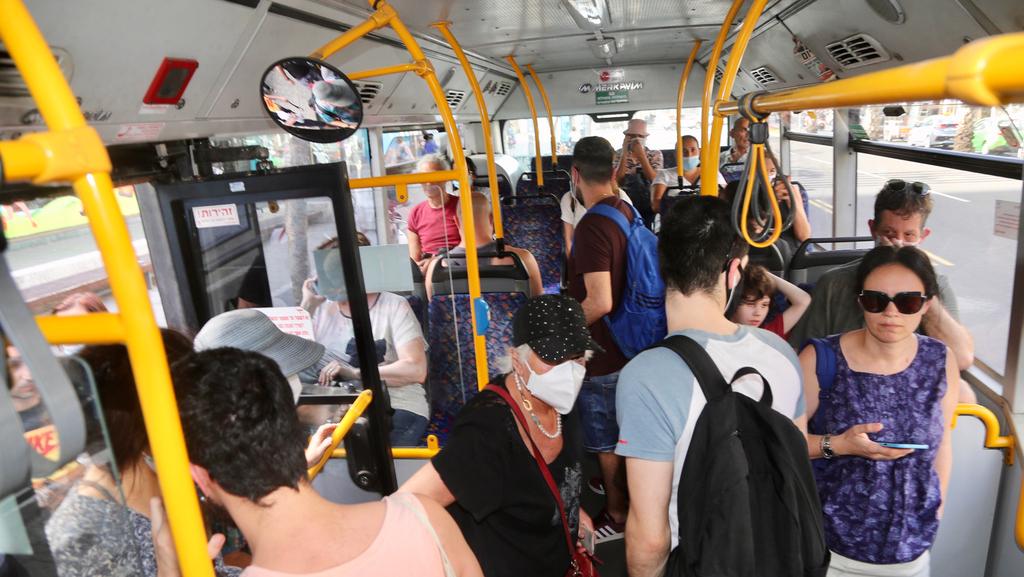 נוסעי אוטובוס במרכז הארץ, צילום: יריב כץ