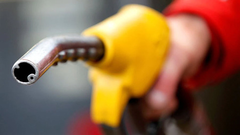 """תדלוק בבנזין. ירידה במלאים בארה""""ב, צילום: רויטרס"""
