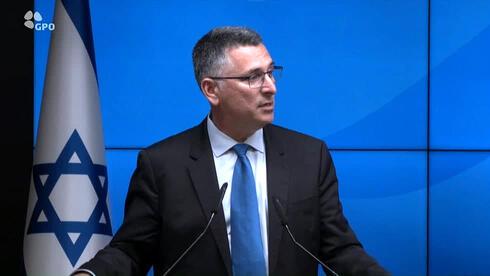 """שר המשפטים גדעון סער במסיבת העיתונאים, צילום: לע""""מ"""