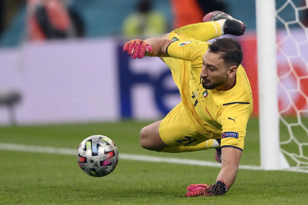 שוער איטליה דונרומה עוצר פנדל בחצי גמר מול ספרד יורו 2020