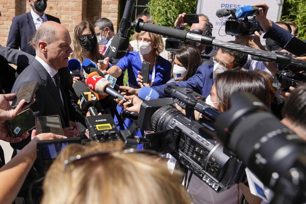 שר האוצר הגרמני אולף שולץ מתראיין בפסגת ה-G20 בוונציה