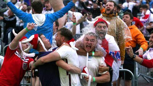 אוהדי נבחרת אנגליה חוגגים, צילום: רויטרס