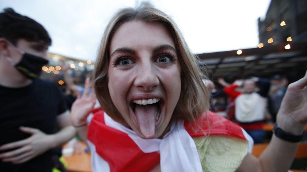 אוהדת נבחרת אנגליה
