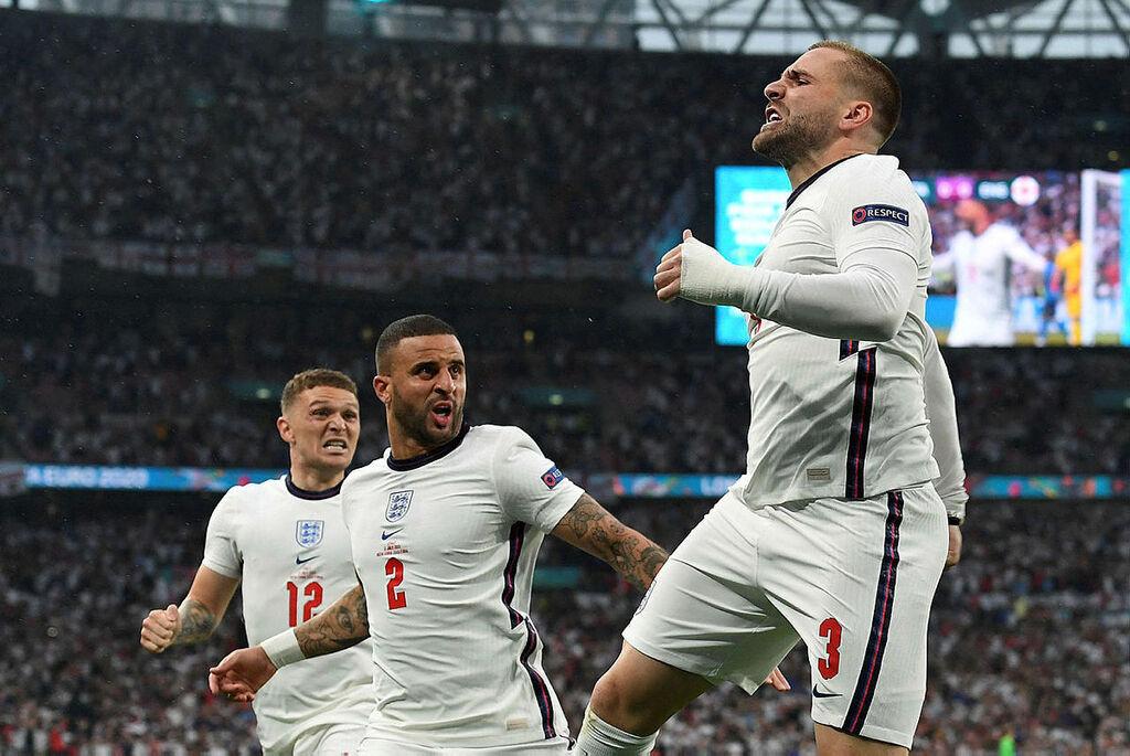 שחקני אנגליה חוגגים לאחר הבקעת השער