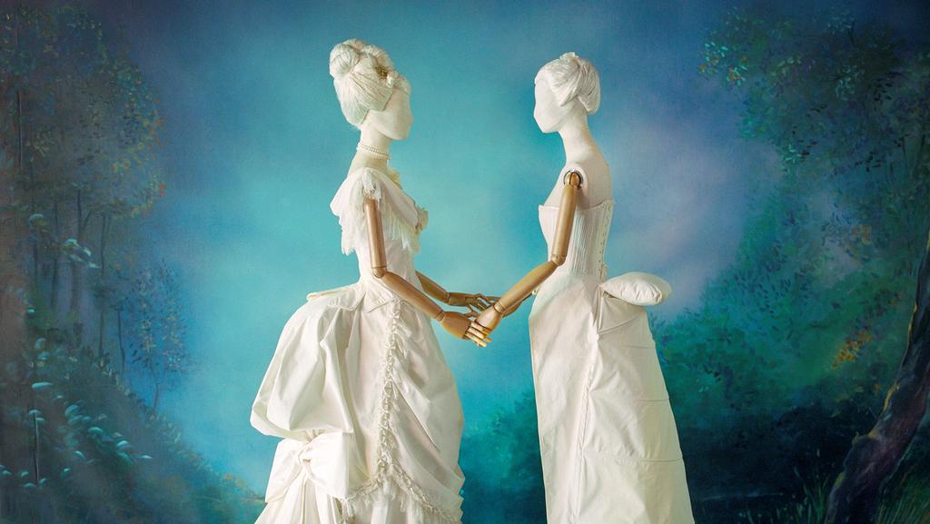 דגמים שיצר מעצב האופנה מוני מדניק לתערוכה , צילום: מיכל חלבין