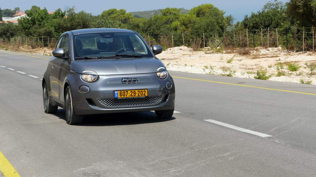 מבחן רכב פיאט 500 EV חשמלית