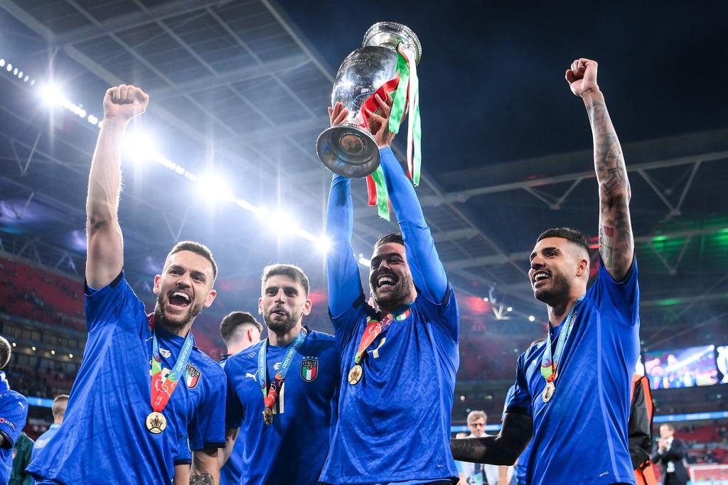שחקני איטליה והגביע הקדוש