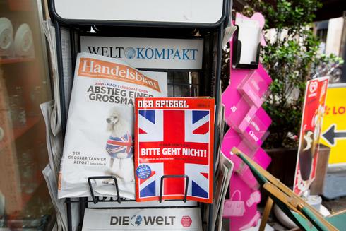 כתבי־עת גרמניים בחנות עיתונים בברלין לקראת הברקזיט, צילום: בלומברג