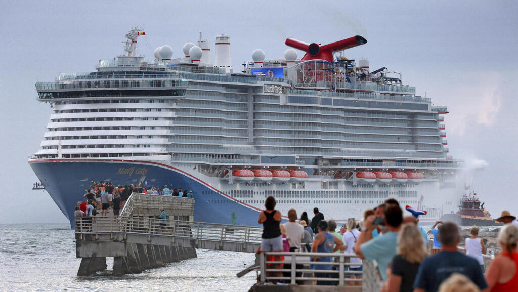 מוקש לענקיות הקרוזים בפלורידה: חוק האוסר על דרכונים ירוקים