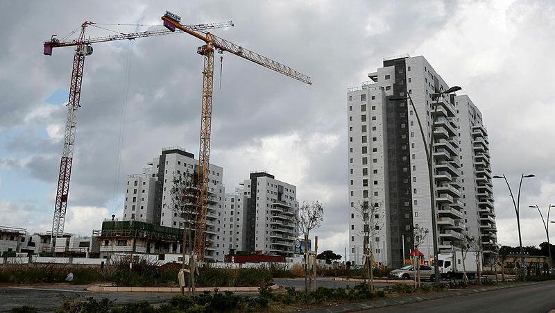 באר יעקב פרויקט בנייה דירות עגורן
