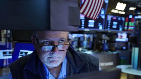 נעילה מעורבת בניו יורק ביום המסחר הראשון של אוגוסט; הנפט צלל ב-3.6%