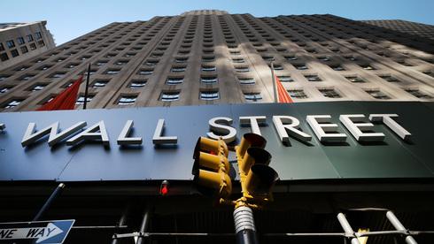 וול סטריט ננעלה בירוק, עליות חדות בבנקים ובתעופה, אפל טיפסה ב-2.6%