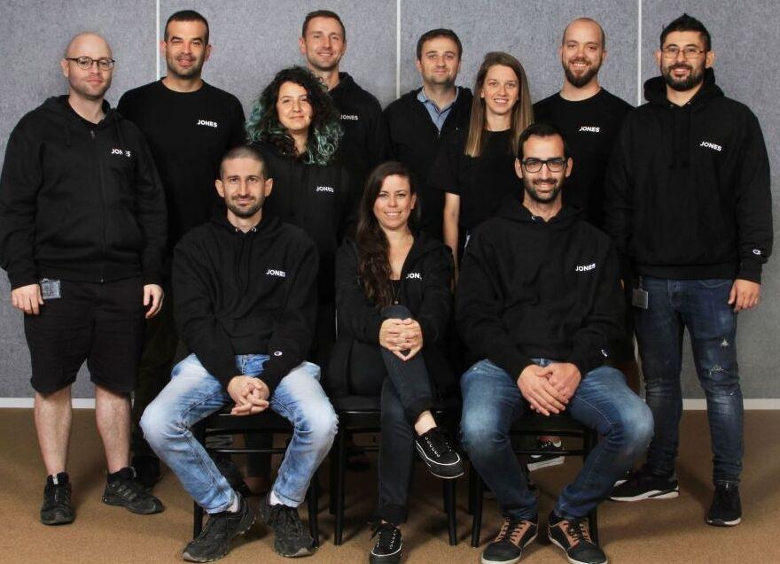 צוות הפיתוח של חברת ג'ונס Jones