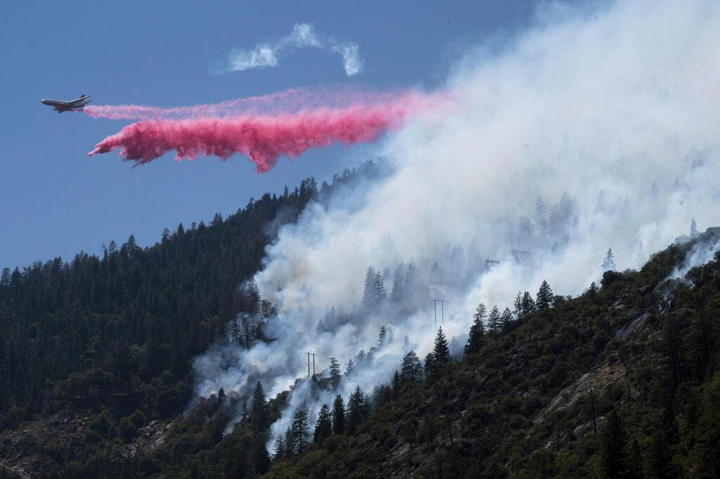 כיבוי שריפת יער ב אורגון בחודש שעבר