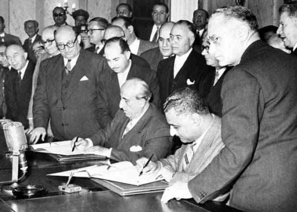 מנהיגי סוריה ומצרים חותמים על הסכמי כינון הרפובליקה הערבית המאוחדת, צילום: Wikimedia