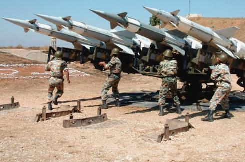 """חיילי סוריה באימון נ""""מ, מכינים משגרי S125 מיושנים, צילום: אתר משרד הביטחון הסורי"""