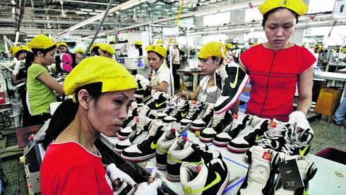 הנגיף משתולל בווייטנאם ומעכב ייצור לנייקי ואפל
